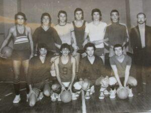 Daçka klüp genç erkek basket takımı (1976-1977 ) Eşref, Domo, Adnan 1, Adnan 2, İsmail, Özcan, Metin Yersel Can, Cenap, Cahit, Ali Macit