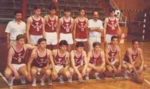 9 Harun Erdenay,13 numara ben..İtü genç takımı kulüp(1987 Türkiye şampiyonası final oynayan takım)Antrenör Cihansever Yeşildag