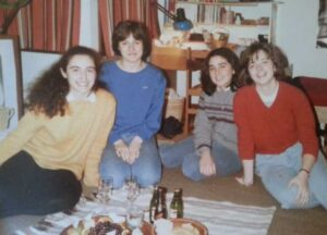 1985 Kanada'daki oda arkadaşlarımla. En şirin oda seçilmiştik, peynir-şarap ödülü kazanmıştık.