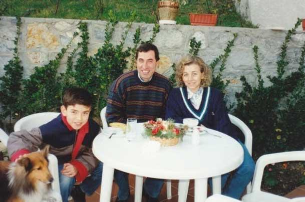 Mitsubishi - İstanbul Şube Müdürünün evinde bir davette. Eşim Tülin ve oğlum Can ile.