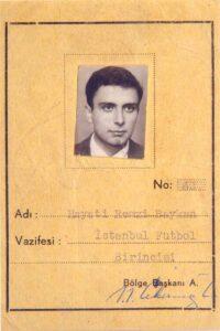 1952-53 sezonunda Beşiktaş takımının oyuncusu olan Hayati Baygan adına çıkarılmış serbest giriş kartı (eskiden bir kulüpte herhangi bir branşta lisanslı olan sporculara, bütün spor tesislerine giriş için serbest giriş kartı verilirdi).